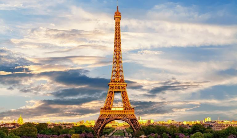 În 31 martie 1889 a fost inaugurat Turnul Eiffel. Legătura dintre turn și România