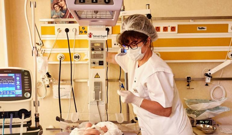 Salvați Copiii România – fond de urgență pentru spitale și linii directe de consiliere