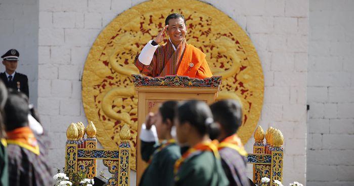 CAMPANIA ȘTIRI POZITIVE. Bhutan – fapte bune, cadoul premierului pentru rege