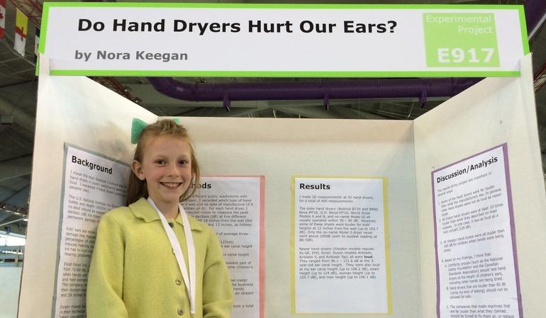 Cercetătoare la 14 ani – efectele uscătoarelor de mâini asupra auzului la copii