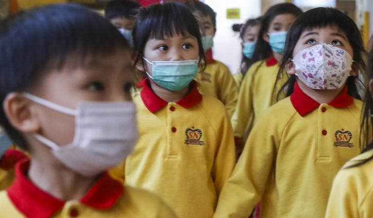 China vede luminița de la capătul tunelului. Se redeschid școlile. La fel și în Japonia
