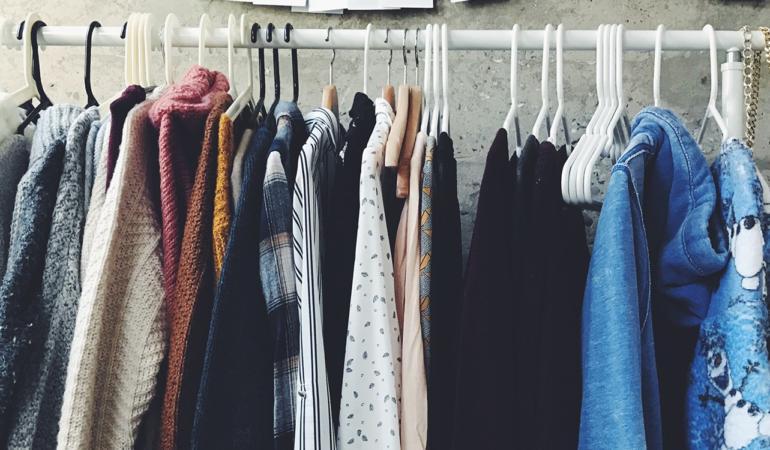 IN TREND. Materialul textil – cum alegi o ţinută de calitate?