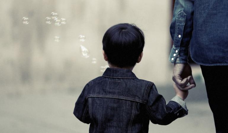 Un proiect de lege obligă angajatorii să acorde zile libere plătite părinților în situații extreme