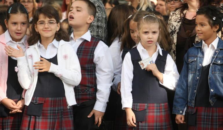 Atenție, FAKE NEWS! Ce spune Ministerul Educației despre înghețarea anului școlar