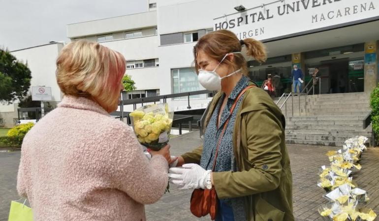 CAMPANIA ȘTIRI POZITIVE. Flori gratuite pentru personalul medical din Spania