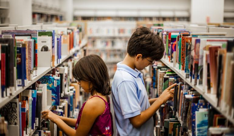 Ce sărbătorim pe 23 aprilie? Autorii, bibliotecarii și copiii