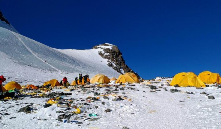 CAMPANIA ȘTIRI POZITIVE. Zece tone de deșeuri colectate de pe Muntele Everest și reciclate