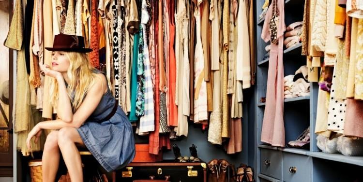 IN TREND – Cum să îţi organizezi garderoba. Sfaturi de la designerul care o îmbracă pe prima doamnă, Carmen Iohannis