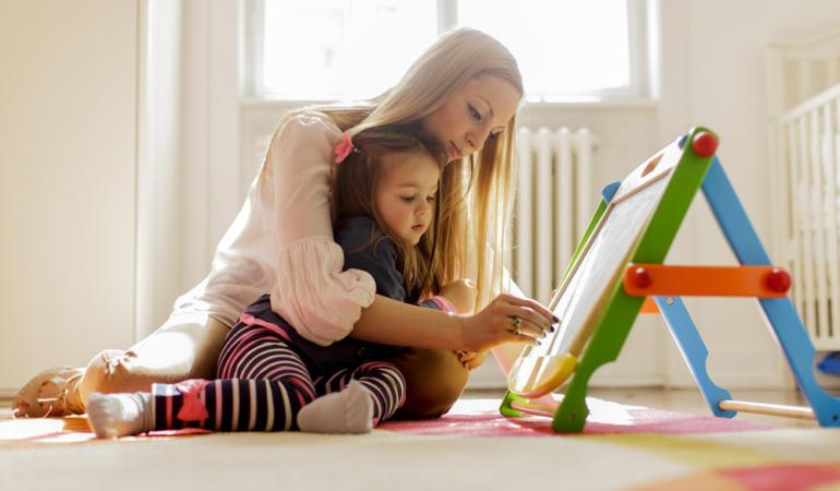 Vor mai putea sta părinții acasă cu cei mici?