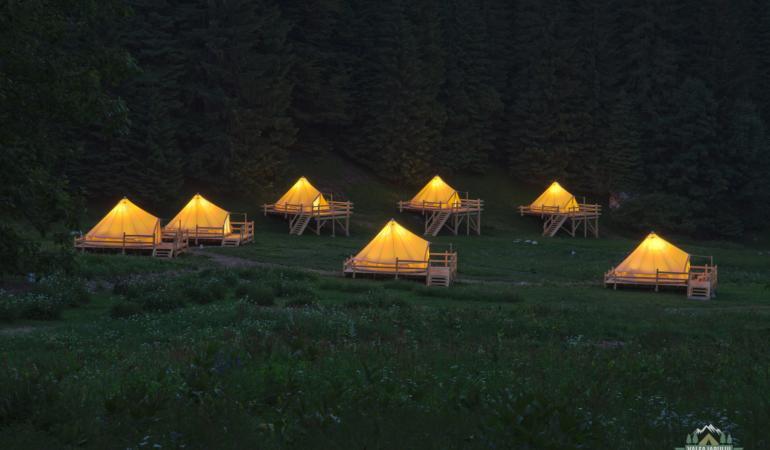 Locuri de poveste din România: Camping Valea Iarului