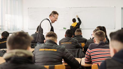 Continental susţine școala profesională în sistem dual