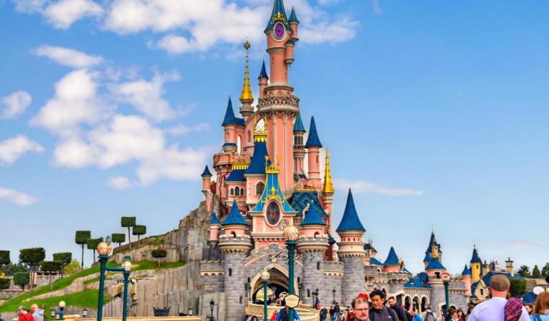 Când și în ce condiții se redeschid porțile la Disneyland