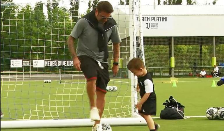 Fiul lui Adrian Mutu îi calcă pe urme în fotbal