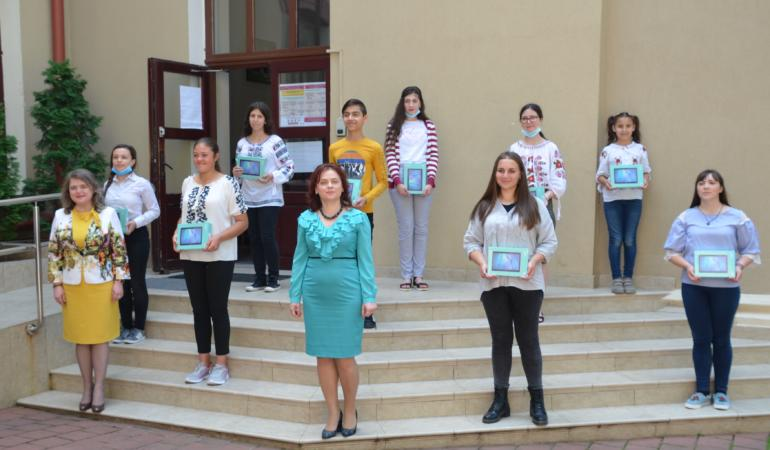 Proiect filantropic la Iași – tablete pentru copii