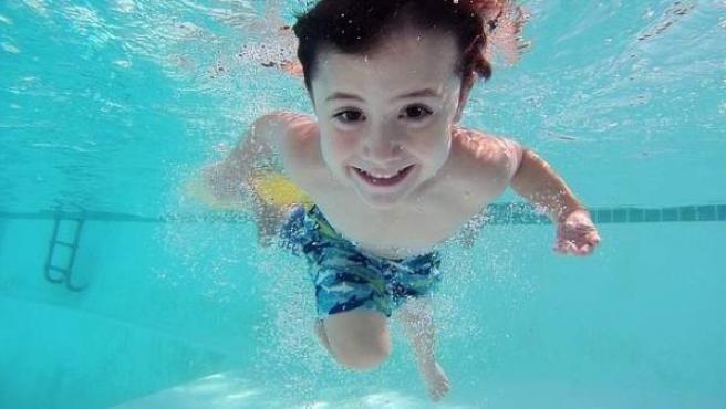 Sfaturi utile pentru a învăţa copiii să înoate repede şi fără frică