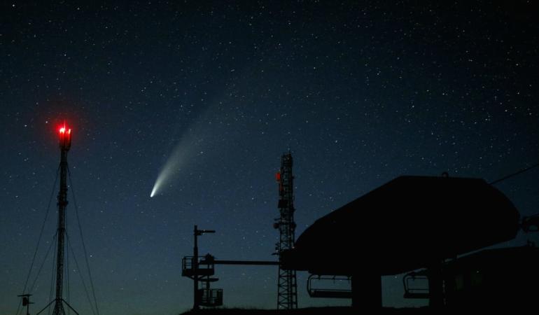 Cometa NEOWISE, vizibilă cu ochiul liber