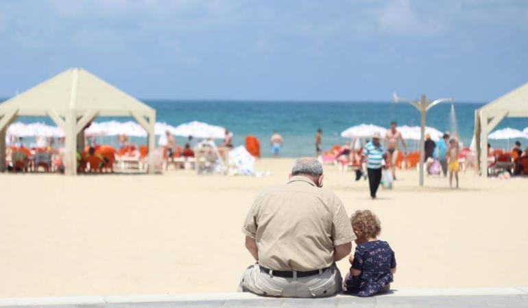 Bunicii sunt plătiți în Italia cu un bonus de… bonă