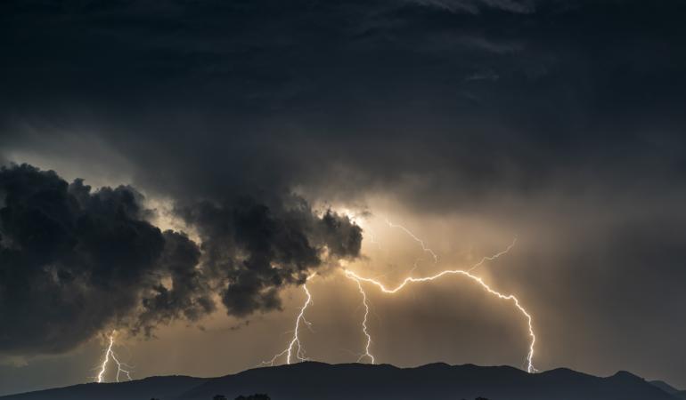 Atenționare meteo. Încep furtunile. Care sunt regiunile afectate