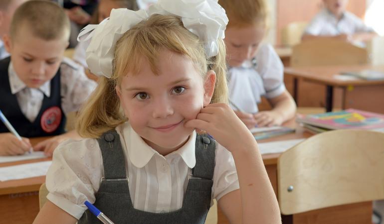 Școala, ca pe vremea părinților. Uniformele ar putea deveni obligatorii. Ce credeți?