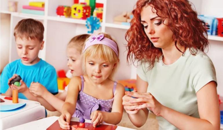 Beneficiile activităților practice pentru copii în engleză