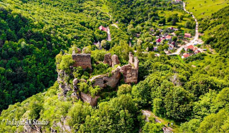 Locuri de poveste din România: Cetatea Colț de la Șușeni