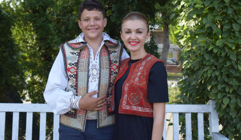 """Muzică și folclor – Interviu exclusiv cu Andreea Voica. """"Ascultați și muzică populară"""""""
