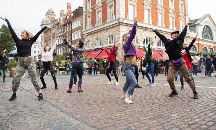 Flashmob este distracție şi sănătate în Timișoara. Hai la dans!
