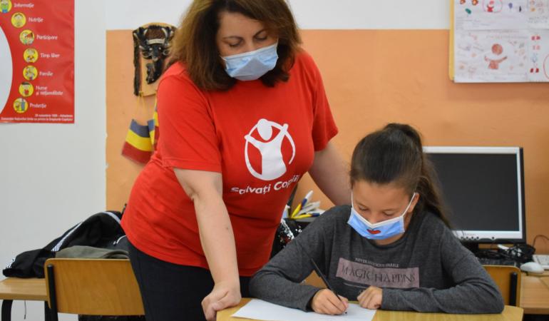 Salvați Copiii ajută elevii vulnerabili la început de an școlar
