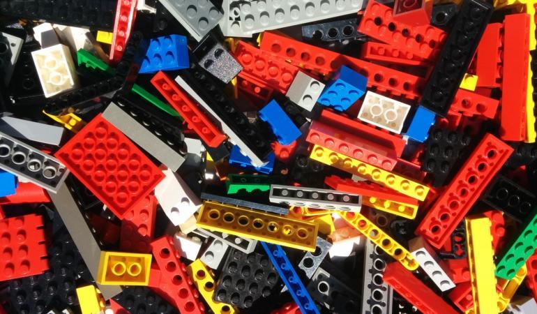 Lego deschide 120 de magazine noi