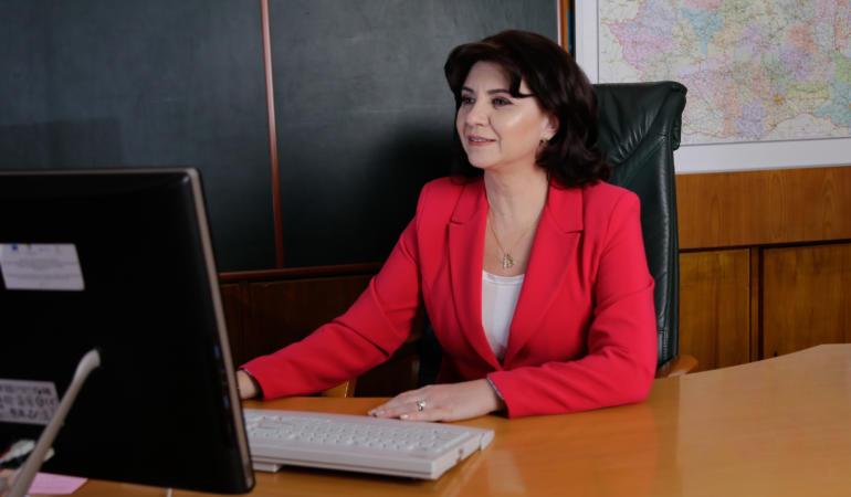 Ministerul Educației le cere școlilor să se pregătească pentru ore online