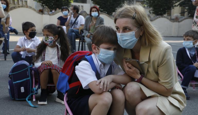 STUDIU: Copiii din medii defavorizate sunt în pericol de abandon școlar