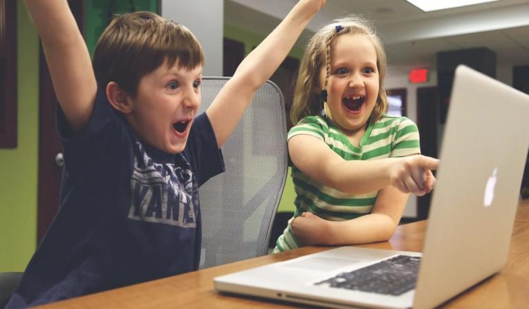 Școala online crește riscul copiilor de a deveni supraponderali sau obezi