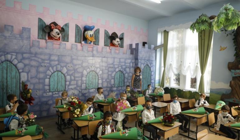 Ministerul Educației și Cercetării: Câte şcoli predau zilnic ore faţă în faţă?