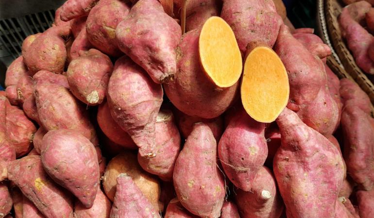 Cartofi  albi, roz, colorați sau dulci. Există vreo diferență?