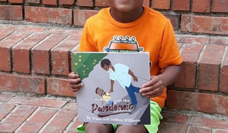 Copil de cinci ani, autorul unei cărți despre pandemie: Wade Through the Pandemic