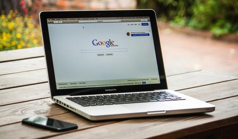Primăria Timișoara a achiziționat 738 de laptopuri pentru școli și grădinițe. Cine le primește?