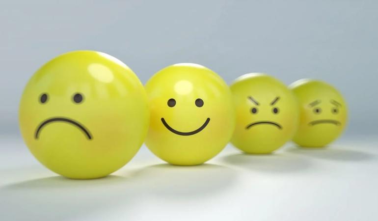 Ce este anxietatea? De ce se autodiagnostichează tinerii? Interviu cu psihoterapeutul Mircea Dragu