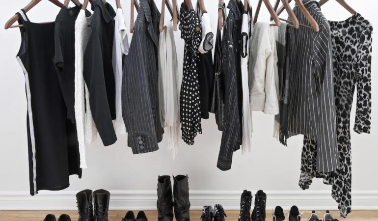 IN TREND: Stilul minimalist și hainele simple ușor de combinat. Rafinat sau plictisitor?