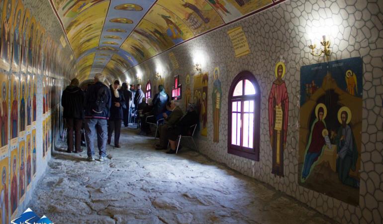 Locuri de poveste din România: Tunelul celor 365 de sfinți