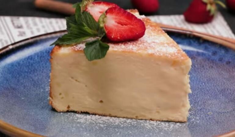 REȚETE COCHETE – Prăjitură pufoasă cu brânză