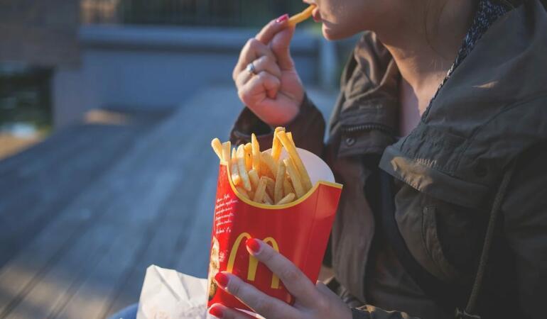 Brandurile alimentare cheltuiesc 1,8 miliarde de dolari pentru publicitate pentru copii