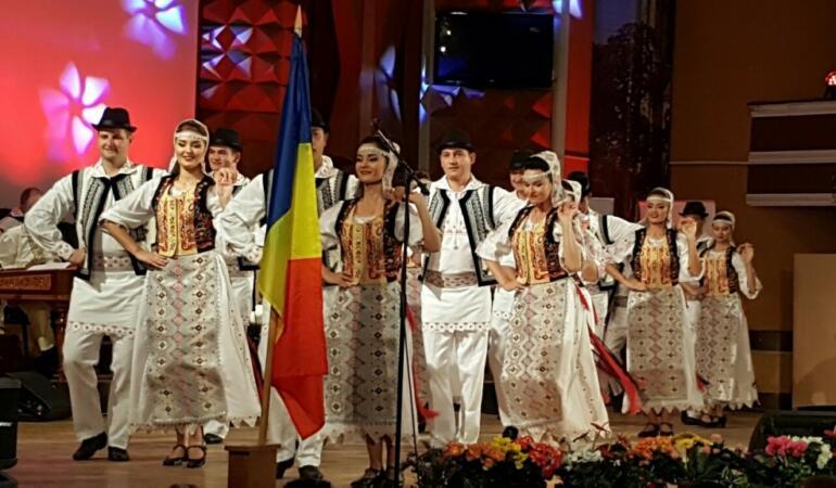 Vedete ale folclorului din Banat vă aduc în case gânduri bune de sărbători