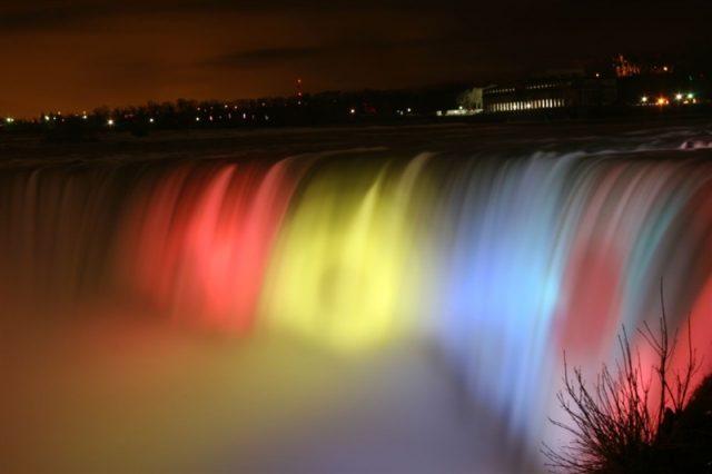 Cascada Niagara va fi iluminată în culorile drapelului românesc în 1 decembrie.