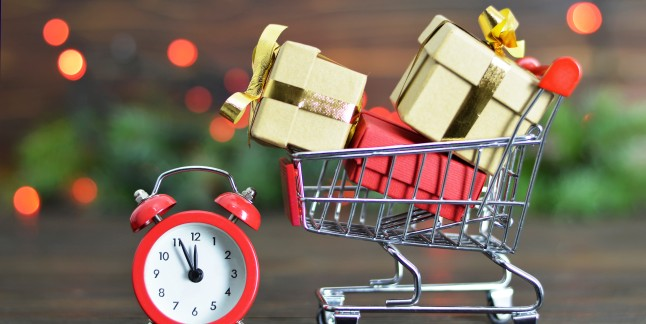 Părinții și cumpărăturile de Sărbători în avans. Piticii nu vor să îi rateze pe Moș Crăciun şi Moș Nicolae
