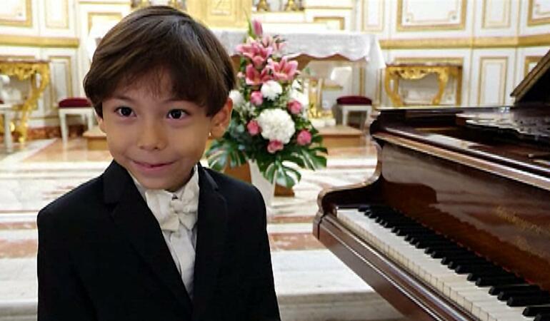 Pe urmele lui Mozart: un copil de șase ani a cucerit lumea muzicii clasice