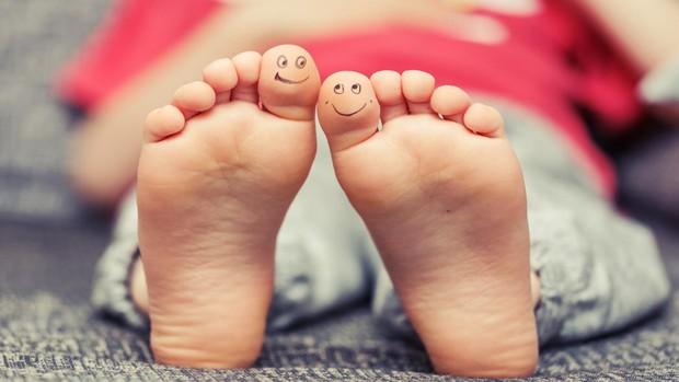Copiii trebuie să poarte șosete din fibră naturală. Ce spun medicii?