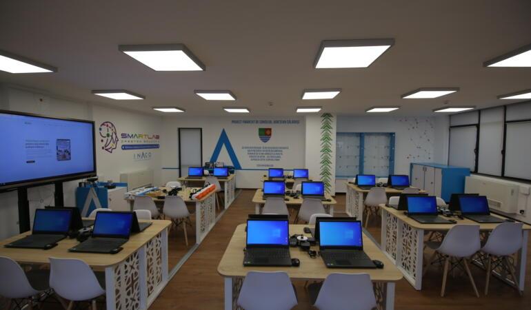 Proiectul SmartLab se extinde. Laborator digital inteligent de 100.000 de euro, ȋn Călărași