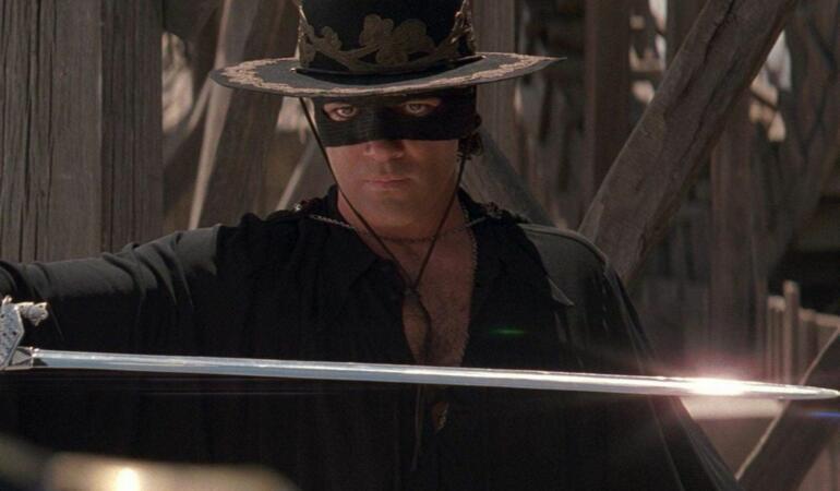 Fii ca Zorro și poartă mască de justițiar! Cum se apără copilul erou de coronavirus?