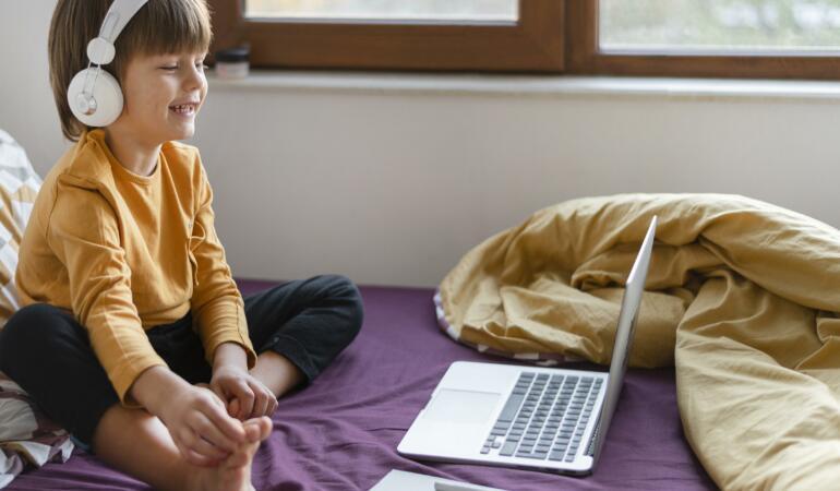Cât plătesc părinții pentru grădinița online