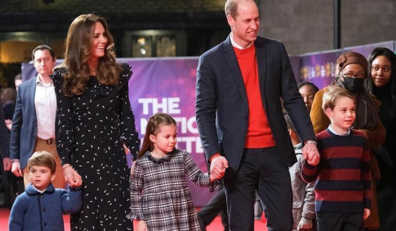 Și în casele regale e ca aici: frații mai mici poartă hainele celor mari. Vă vine să credeți?